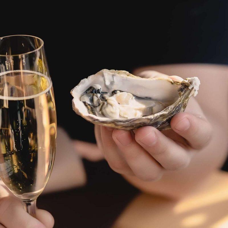 Cách kết hợp hoàn hảo khi dùng rượu vang trắng với hải sản