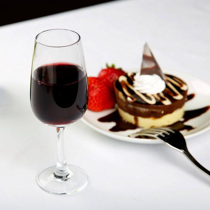 Vang đỏ làm từ nho Pinot Noir nên kết hợp với những món ăn nào?