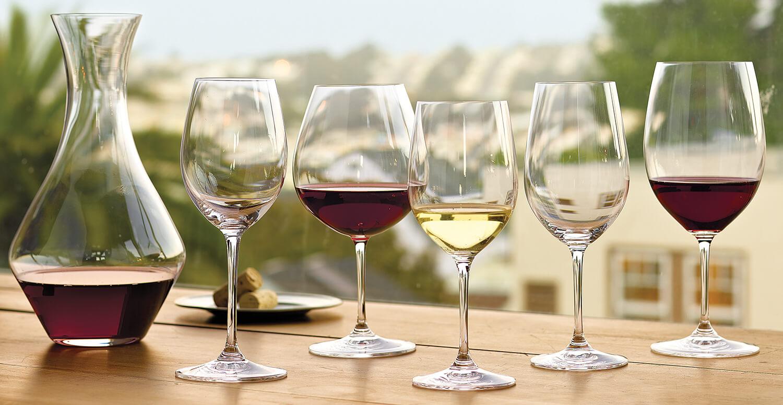 Tại sao nên sử dụng bình thở rượu vang trước khi thưởng thức