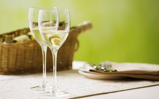 chọn ly vang trắng phù hợp