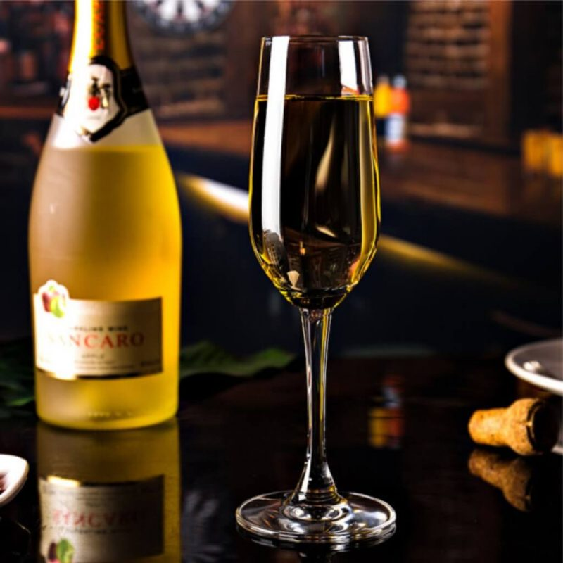 Hướng dẫn bạn cách chọn ly uống rượu champagne chuẩn nhất