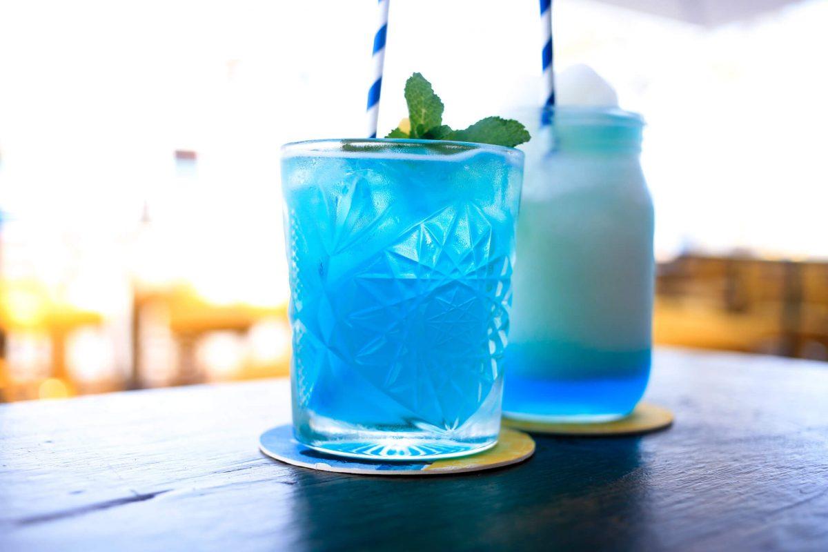 Pha chế cocktail từ rượu Blue Curacao
