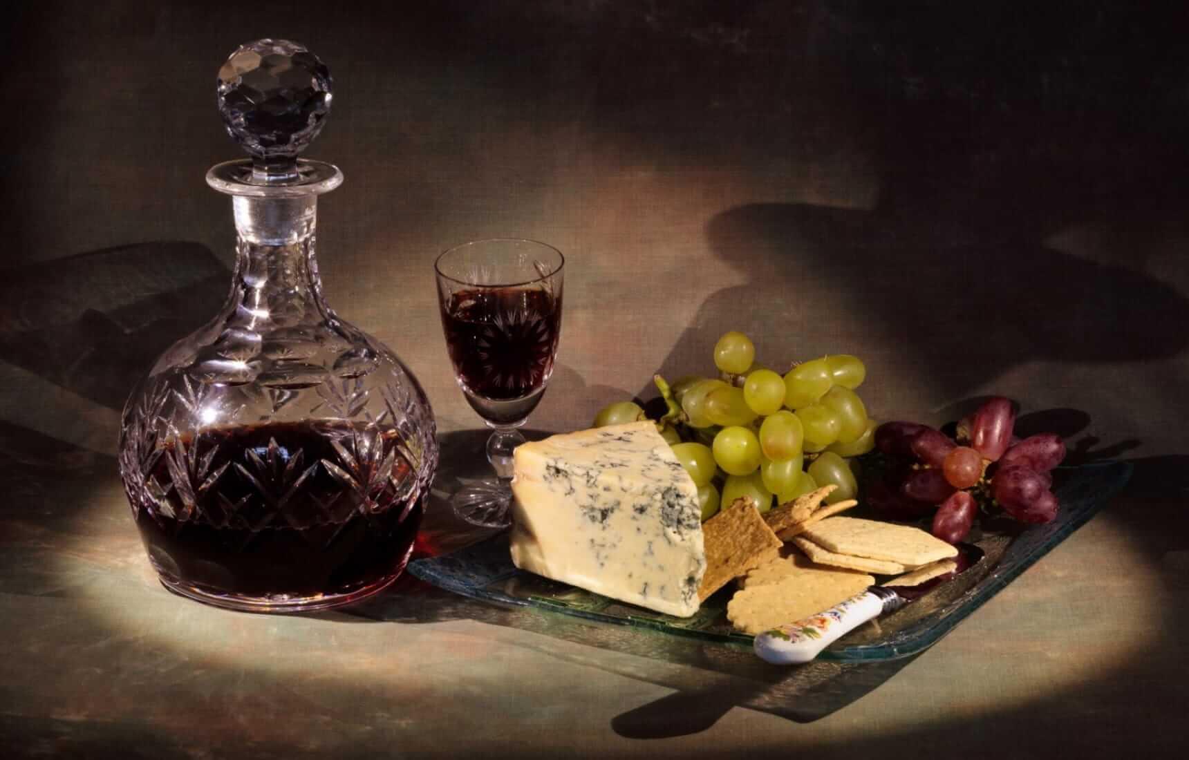 Món ăn kết hợp cùng rượu vang cường hóa