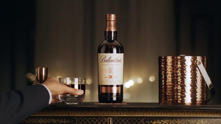 thưởng thức rượu ballantines 30