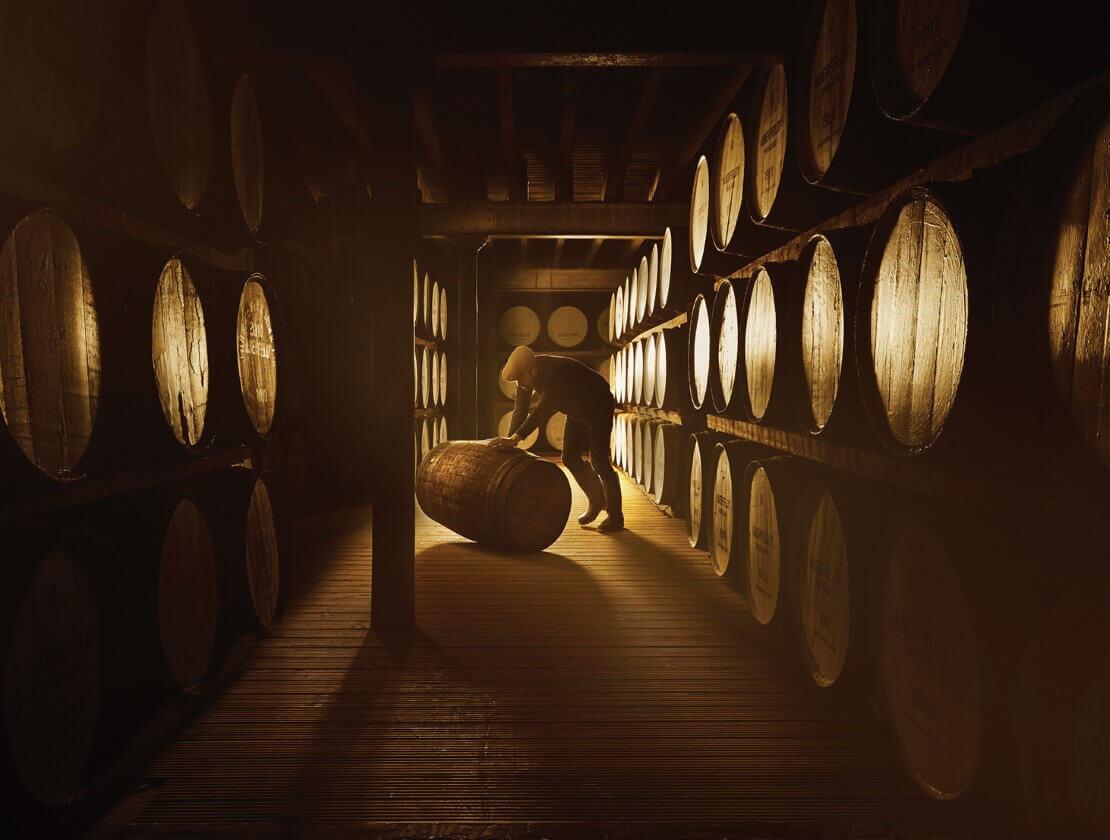 Quy trình sản xuất rượu Dewar's